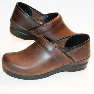 Sanita Professional Brown Oil Leather Clogs 8.5